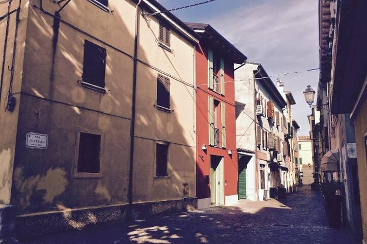 RossoSalvia guesthouse - 佩斯基耶拉德爾加爾達(Peschiera del Garda) - 家庭式旅館