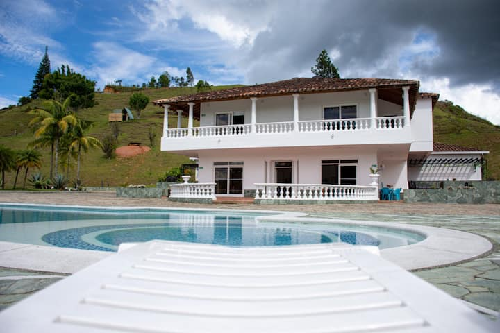The Mega Mansion - Apartment - Guatape-El Peñol