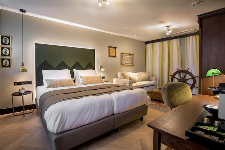 The Hendrick's Hotel: Deluxe Twin Room