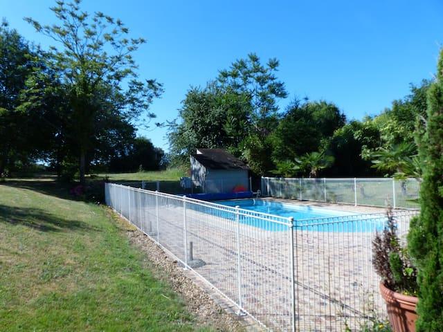 Maison 4 personnes avec piscine et jardin