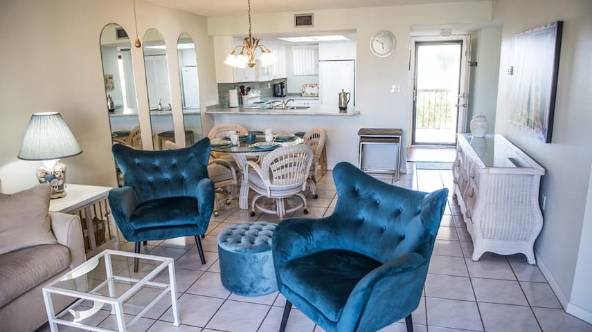St. Augustine Beach Vacation Rentals Dining area