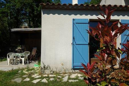 Appartement dans villa . Campagne proche village - Fayence - Wohnung