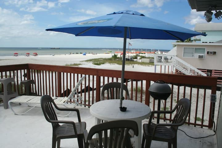 Beach Bar 1 - Beachfront 1 Bedroom Apartment Overlooking Gulf of Mexico