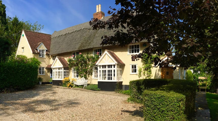 Ravello Rose, thatched cottage, Barley, Herts