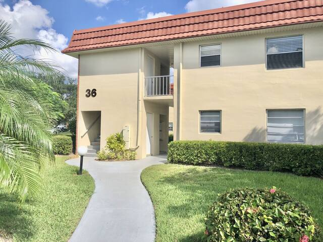 36 Pine Arbor Lane #201 Condo in Vista Royale in Beautiful Vero Beach