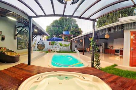 Casa inteira com piscina e Hidromassagem