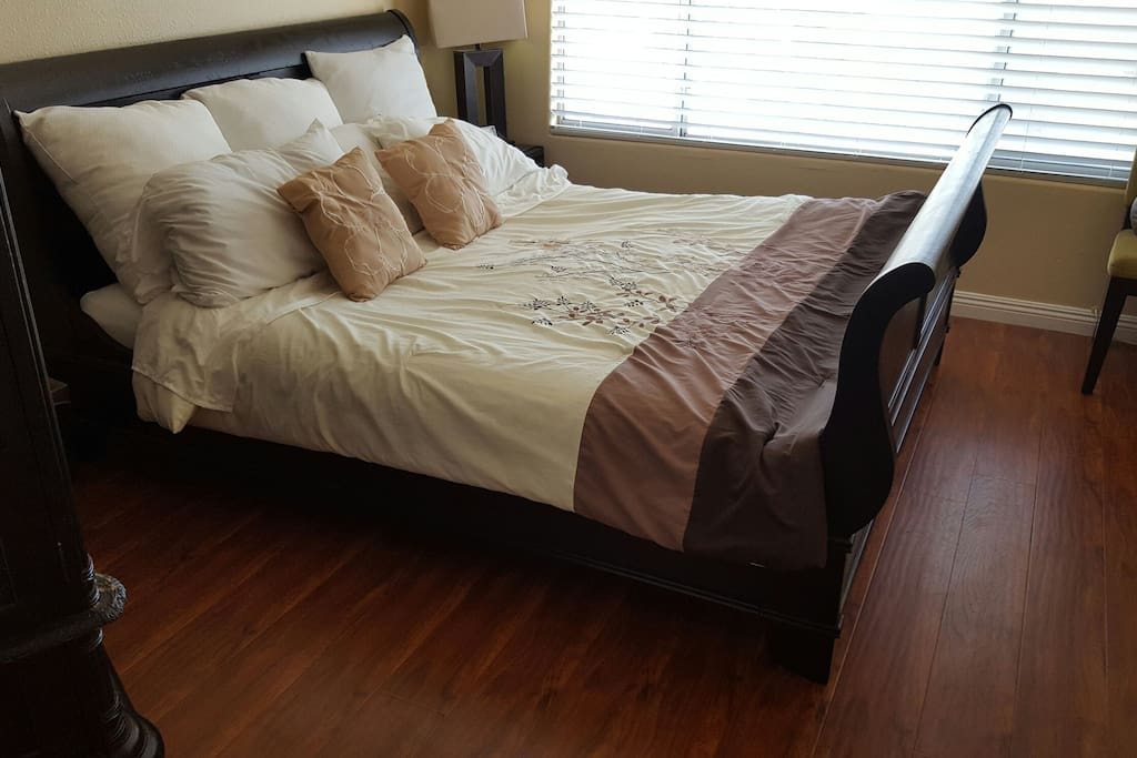 Super comfy KING sized sleigh bed suite