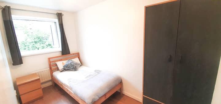 Bright & Airy Single Room in Whitechapel :)