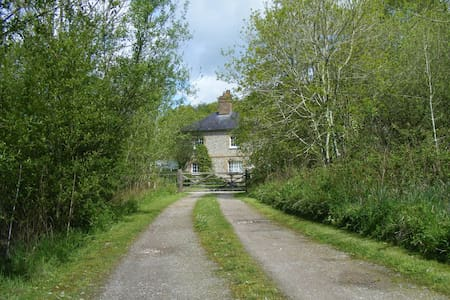Private country house in wooded Conservation Area. - West Sussex - Talo