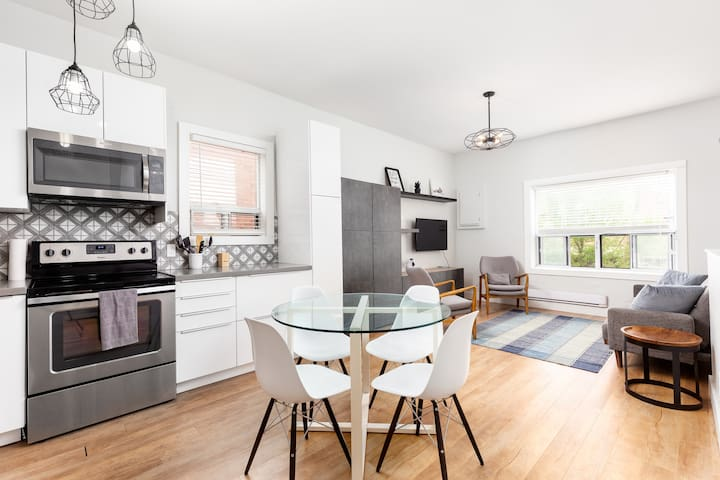 Newly Renovated Modern 2 Bedroom Flat by Subway