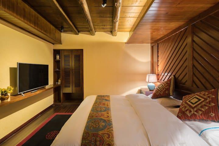 组合房 标准大床2间2卧室2卫 /2个房型照片一样 便于房客查看 /网站仅展示一间图片