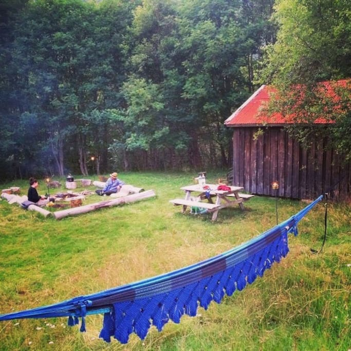 The outdoors are great! A place for a bon fire, barbeque and seats of different kinds.