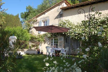 Delightful Cottage close to  Aubeterre-sur-Dronne