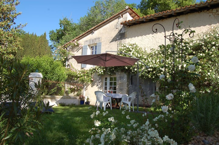 Delightful Cottage close to  Aubeterre-sur-Dronne