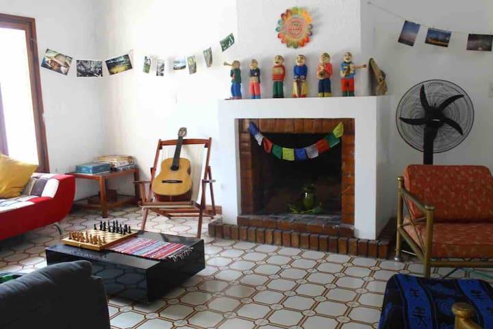 Hostalito-Habitación privada zona shopping del sol