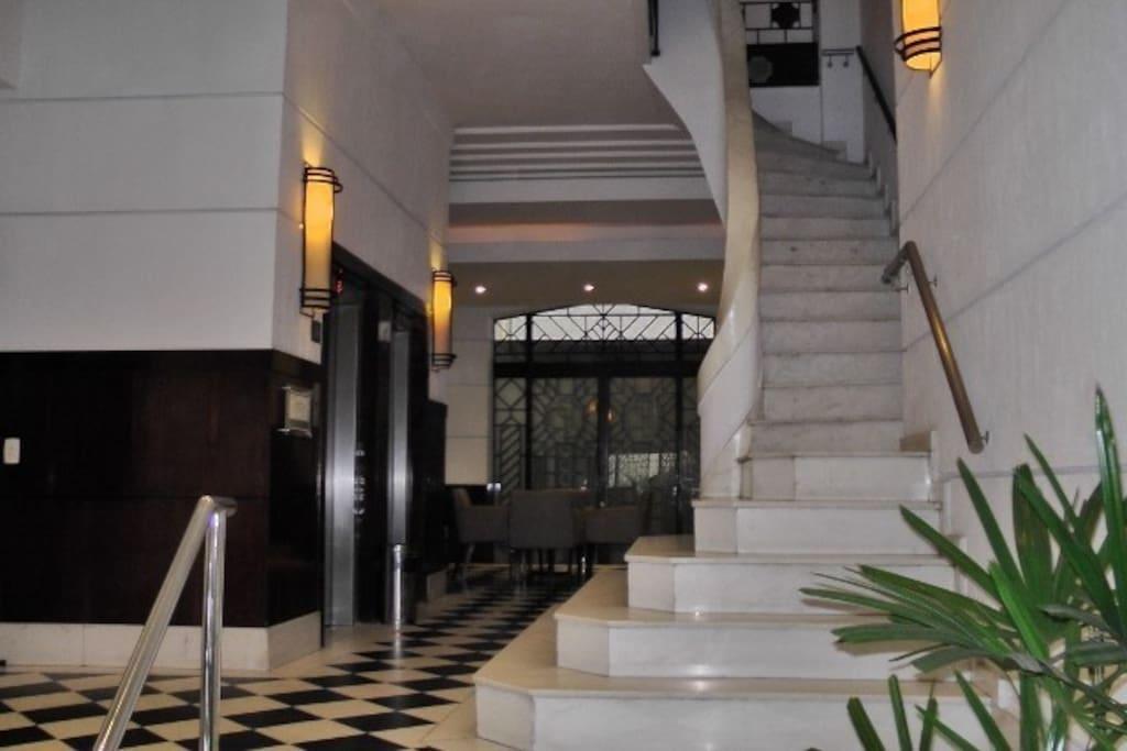 Escada do lobby - aceso elevadores