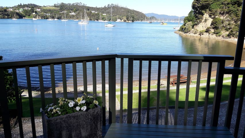 Water's Edge, Bay of Islands, absolute beachfront - Opua - Talo