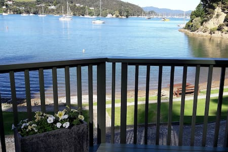 Water's Edge, Bay of Islands, absolute beachfront - Opua - House