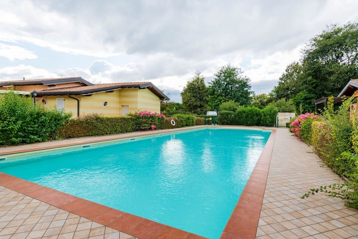 Luxurious Holiday Home in Manerba del Garda with Pool