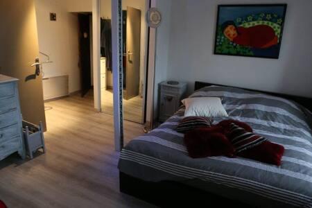 studio  moderne  et confortable avec mezzanine - Tourlaville