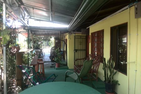 Casarobles Backpackers Hostel and surf house - Jacó - Hostel