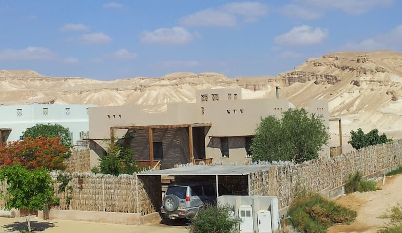 A family house in the desert