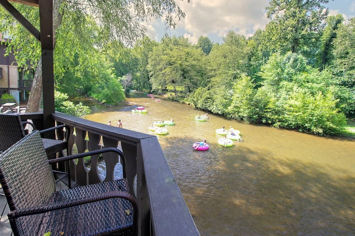 Riverfront, dog-friendly condo w/ private deck - in Helen!