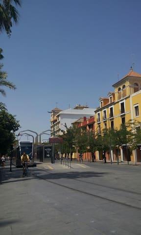 Habitación acogedora y metro puerta - San Juan de Aznalfarache - Bed & Breakfast