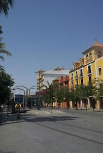 Habitación acogedora y metro puerta - San Juan de Aznalfarache