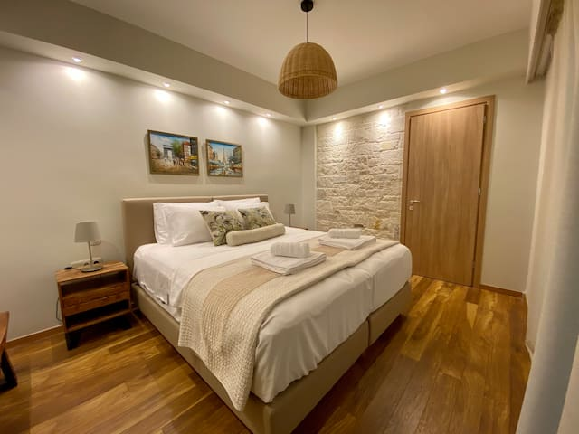 Bedroom-2 single beds or 1 king size bed.