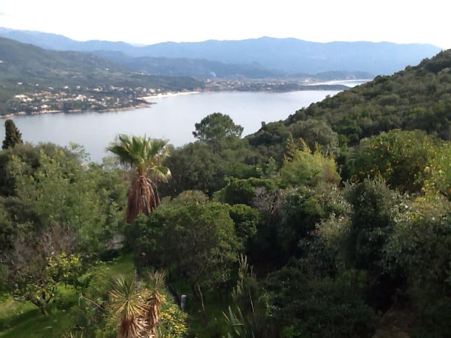 Maison 3 ch jardin vue superbe mer et montagnes case in for Jardin 2 montagnes
