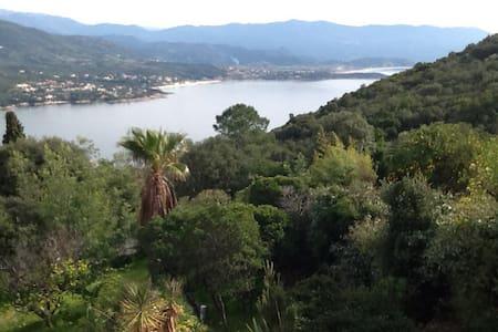 Villa avec vue sur mer et montagnes - Hus