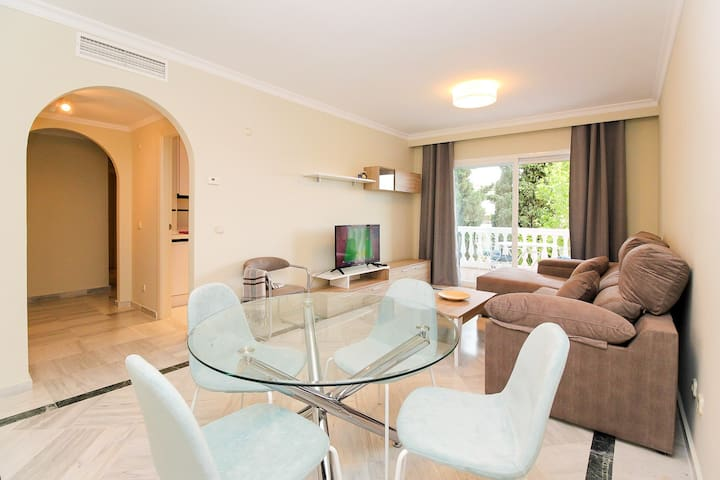 Awesome 2 Bedroom Apartment 5 m Walk To The Beach