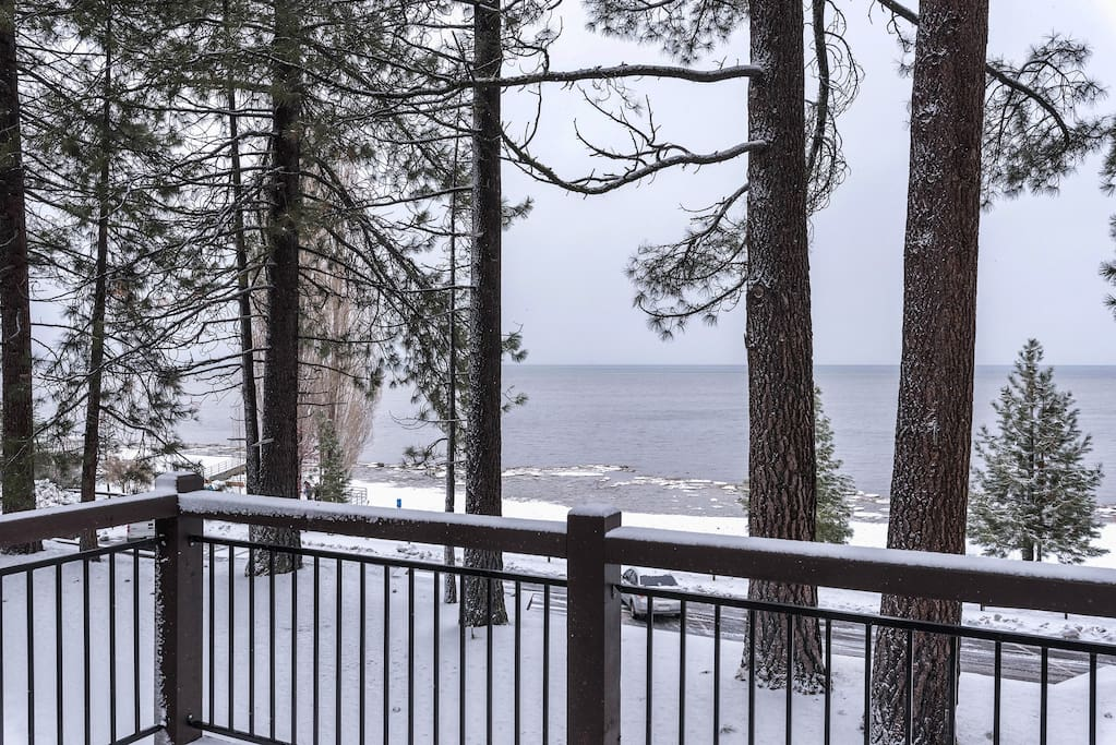 The 3BR, 3BA (sleeps 7) Lake House and 2BR, 2BA (sleeps 5) Carriage House are ideal for two families or larger groups of friends traveling together