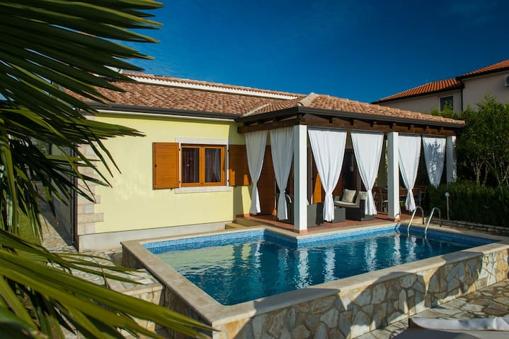 Beautifull villa with pool for 8 - Nova Vas - Dom