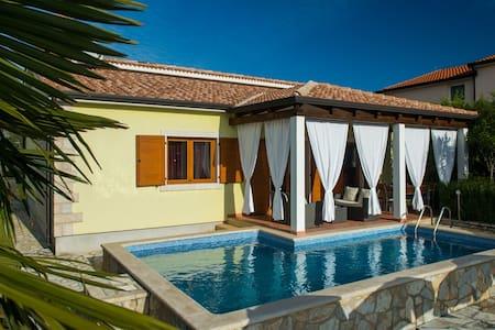 Beautifull villa with pool for 8 - Nova Vas - Haus