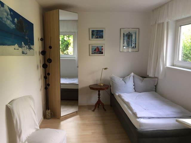 kleine Ferienwohnung an Berliner Stadtgrenze. - Hohen Neuendorf - Appartement