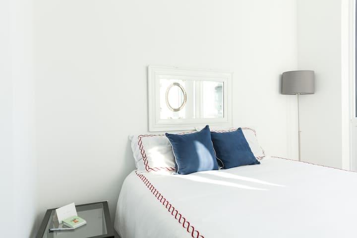 Downtown nice & cozy PETITE bedroom - Toronto - Condomínio