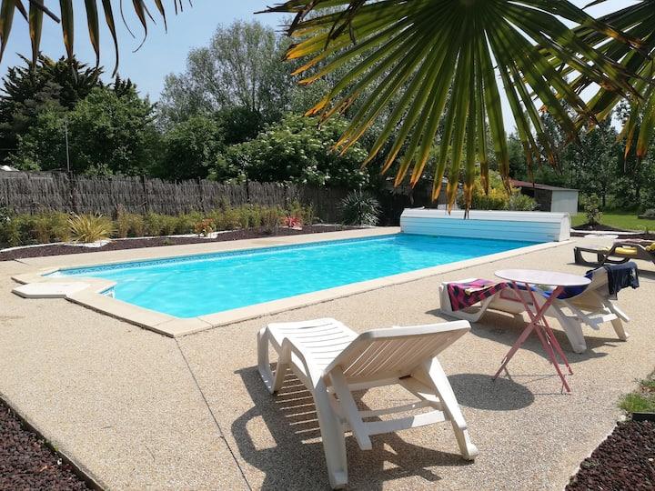 Gite Asmara proche St Jean de Monts, piscine chauf