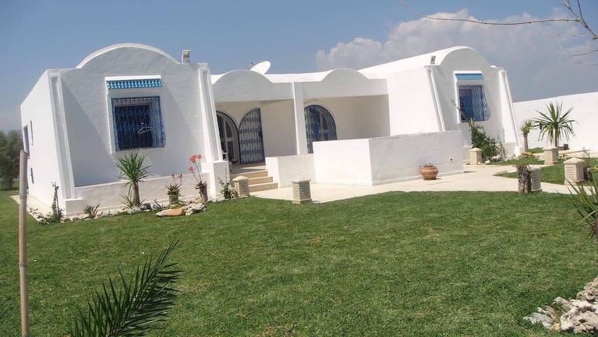 Villa indépendante au bord de la plage du Kerkouan