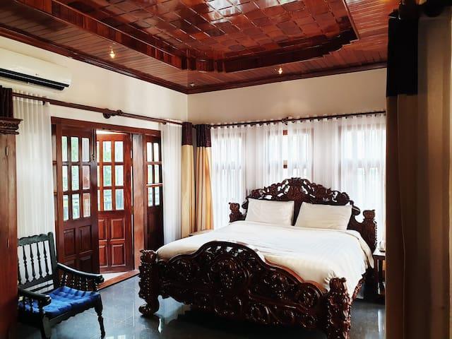 B203- Standard King Room, Vanilla Orchid