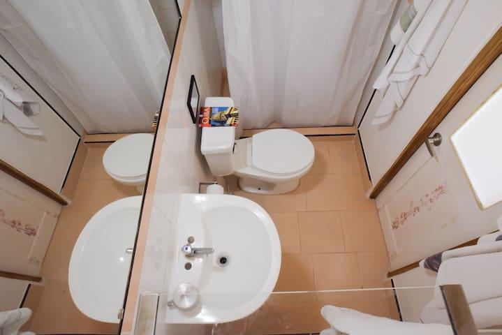 Ensuite bathroom at Ca'Sita B&B