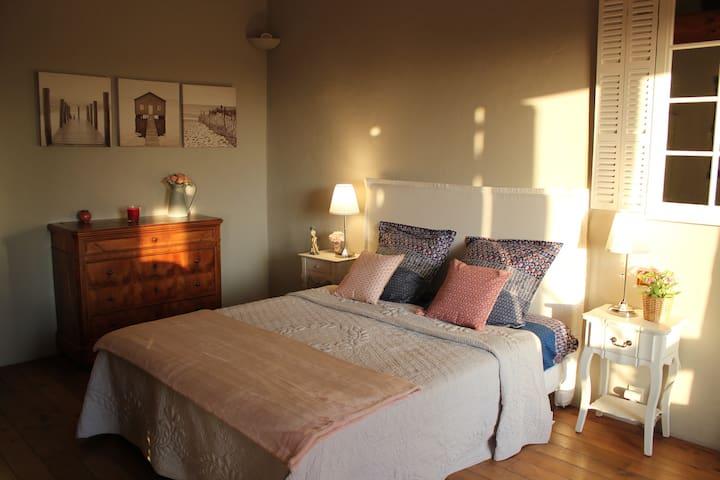 Chambre 2, lit quenn size avec accès solarium