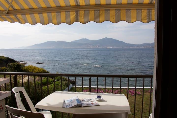 Porticcio T3 climatisé vue et accès direct mer