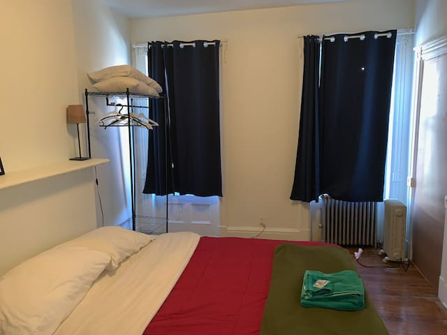 Large Room with own entrance: Brooklyn&Breakfast