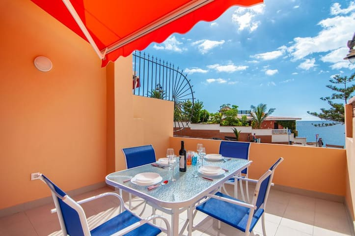 Holiday Apartment Ocean View close to the Beach with Wi-Fi & Terrace