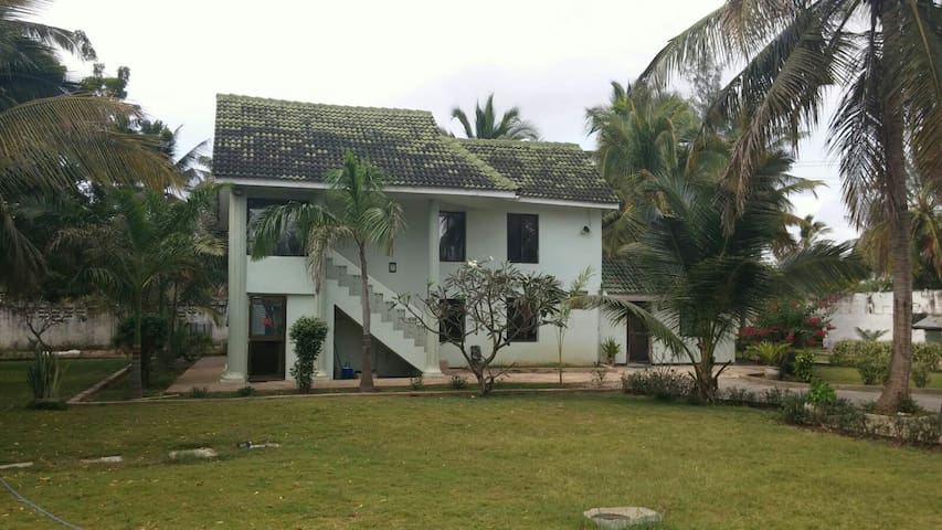 Sanctuary by the beach, a Home... - Kigamboni - Dom