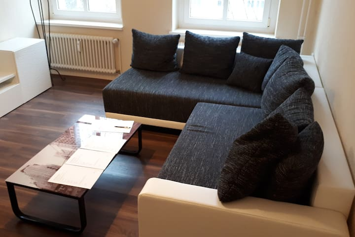 Central, comfortable & modern. Near Volkspark.