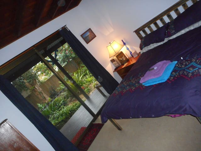 Rainforest Paradise , walk to town, own entrance - Mullumbimby - Bed & Breakfast