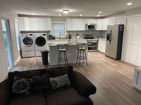 Lovely 2-bedroom unit with fire pit/outdoor area